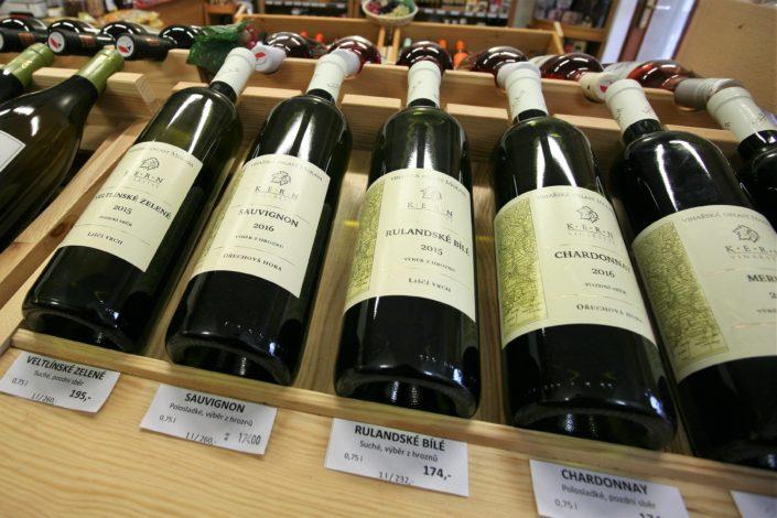 Vinotéka Dobrý ročník 33 prodává i vína Vinařství Kern z Březí u Mikulova, které je známé především svými ryzlinky