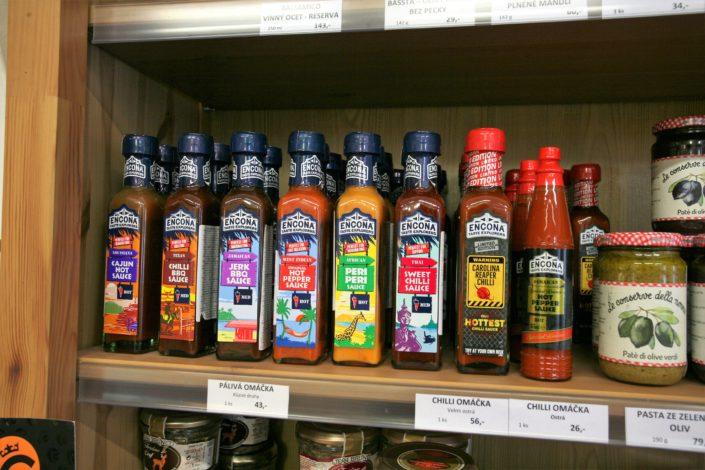 Vinétéka Dobrý ročník 33 nabízí i řadu dalších delikates a pachutin, třeba pálivé omáčky Encona. Omáčka Carolina Reaper chilli sauce je vyrobena ze směsi nejostřejších papriček na světě.