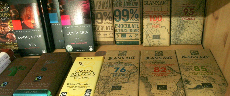 Vinotéka Dobrý ročník 33 nabízí ty nejlepší čokolády z celého světa, s vysokým obsahem kakaa. Najdeme zde čokolády z Madagaskaru, Peru, Chille, Ekvádoru, Nikaraguii, Brazílie, Ghany, Dominikánské republiky, Konga atd.